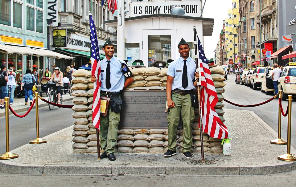 CheckpointCharlie_pixabay